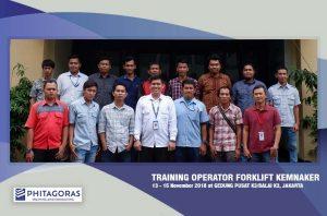 Foto Bersama Para Peserta Kegiatan Training Operator Forklift